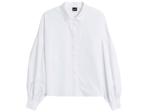 Vit skjorta från Gina Tricot.