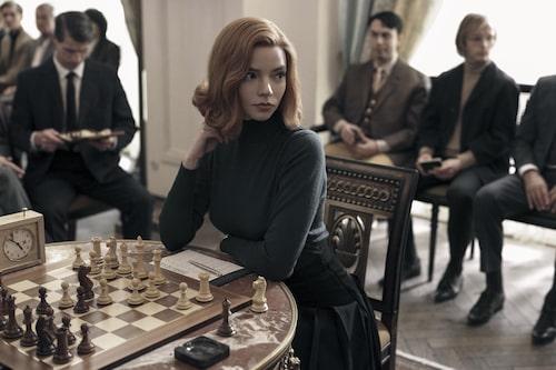 Tv-serien The queen's gambit på Netflix har hittat många tittare. Huvudrollen spelas av Anya Taylor-Joy.
