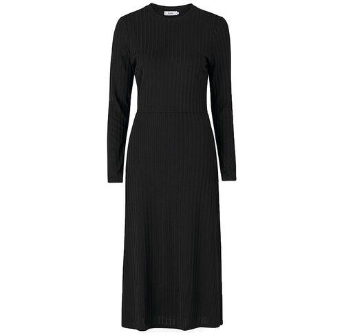 Snygg långklänning från Stylein. Klicka på bilden och kom direkt till klänningen.