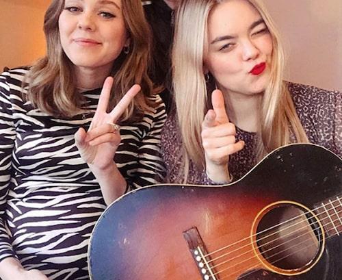 Johanna Söderberg bildar tillsammans med sin lillasyster Klara bandet First Aid Kit.