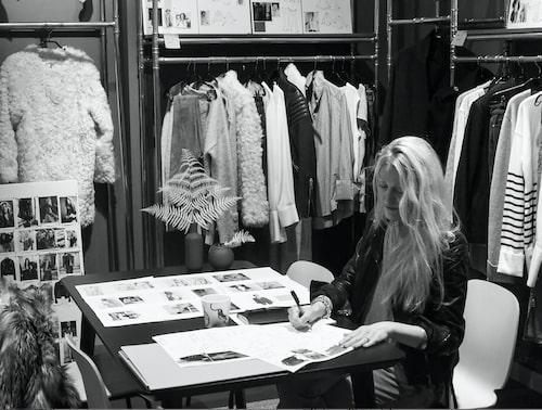 Charlotte Simonsbacka i Hunkydorys showroom.