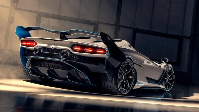 ... men även av Diablo VT Roadster, Veneno Roadster och Concept S.