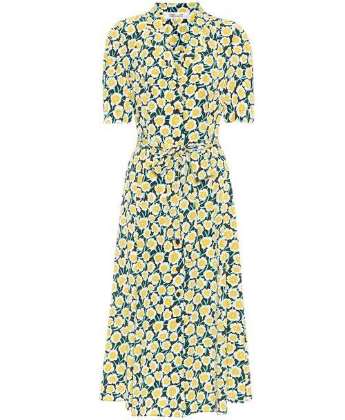 Kortärmad skjortklänning från Diane von Furstenberg. Klicka på bilden och kom direkt till klänningen.