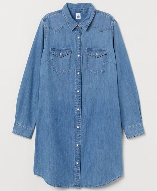 Skjortklänning i jeans från H&M. Klicka på bilden och kom direkt till klänningen.