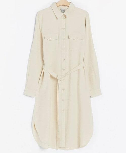 Beige skjortklänning från Lindex. Klicka på bilden och kom direkt till klänningen.