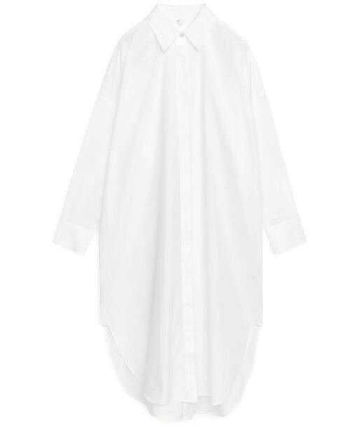 Vit skjortklänning från Arket. Klicka på bilden och kom direkt till klänningen.