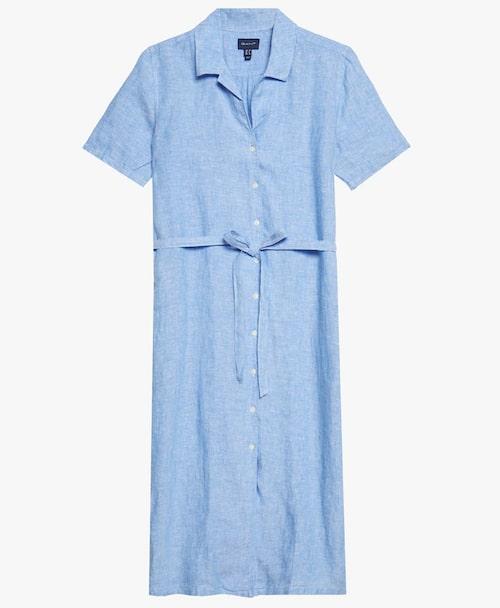 Somrig skjortklänning från Gant i lätt linnematerial. Klicka på bilden och kom direkt till klänningen.