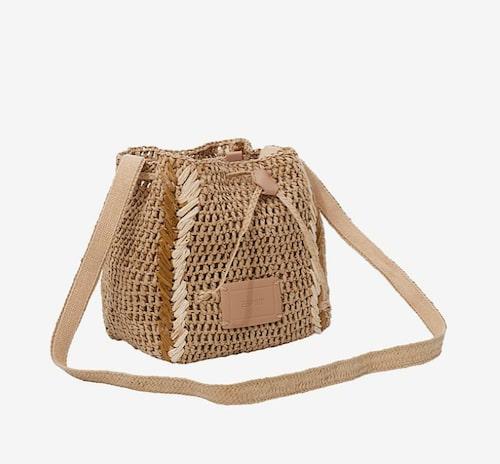 Flätad sommarväska från Esprit.