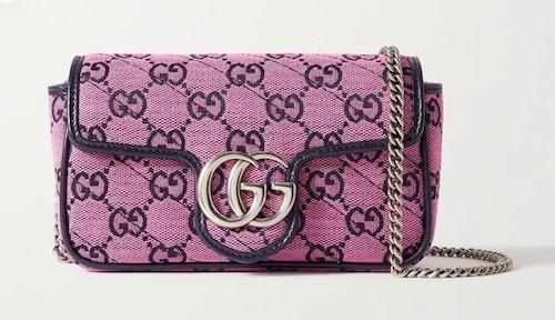 Rosa axelremsväska från Gucci.