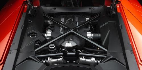Lamborghini är inte färdiga med V12-motorn. Inte än.