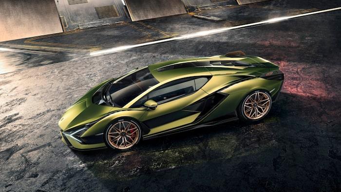 Mildhybriden Lamborghini Sián finns både med...