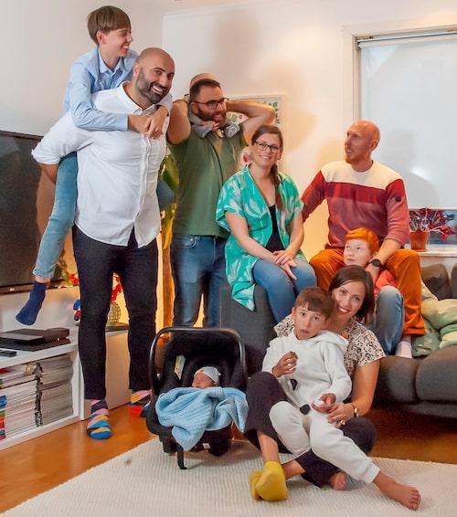 Här är Carolines stjärnfamilj! Exmake nummer 1, exmake nummer 2 med respektive och nuvarande make samt allas fem barn.