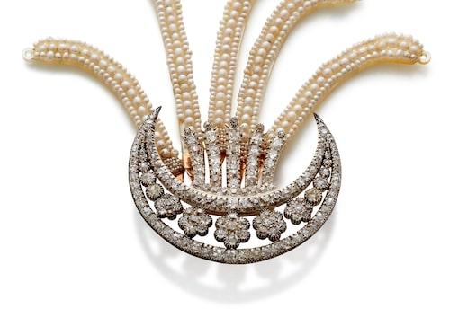 Hårsmycke ur samlingarna på Rosenborg med briljanter och pärlor. Skapades för Frederik VI:s  drottning Marie ca 1810 av Frederik (II) Fabritius eller F.V. Henriques.