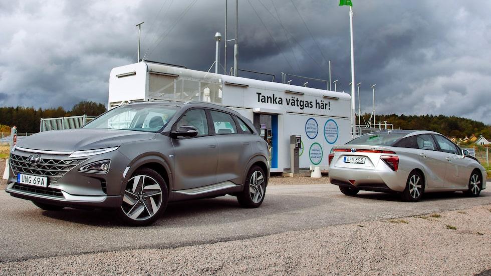 Besök på en av få svenska vätgasstationer i samband med vår duell av de vätgasdrivna bränslecellsbilarna Hyundai Nexo och första generationen Toyota Mirai.