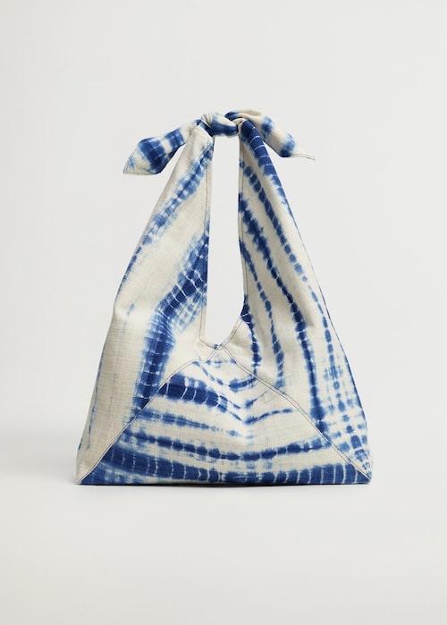 Batikmönstrad väska från Mango.
