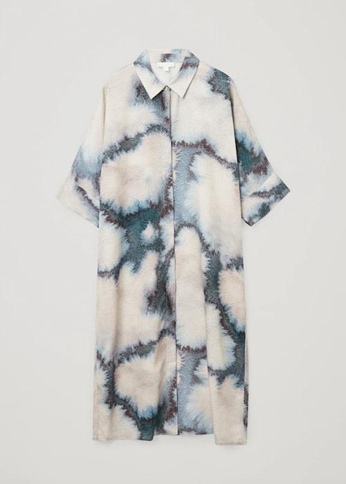 Batikfärgad klänning från Cos.