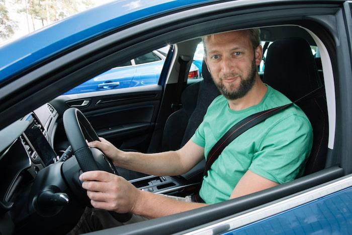 Teknikens Världs Erik Wedberg har nu kört Renaults två första laddhybrider, Megane och Captur. Gemensamt för de båda är att de är lite träiga och slöa.