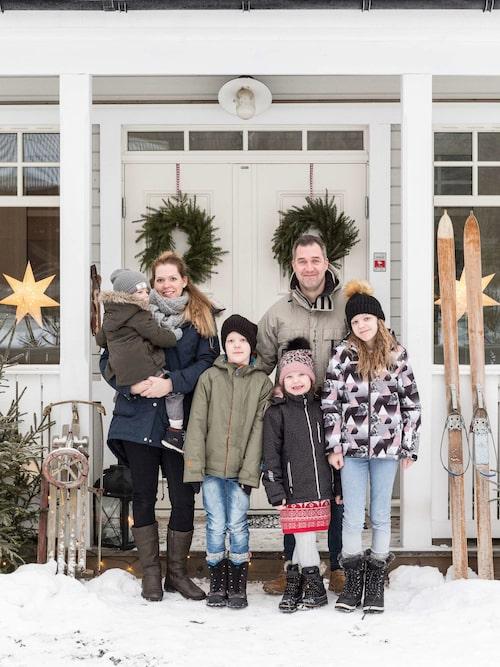 Karolina och Henrik har fått ordentlig plats för de fyra barnen Love, Oliver, Klara och Tindra.