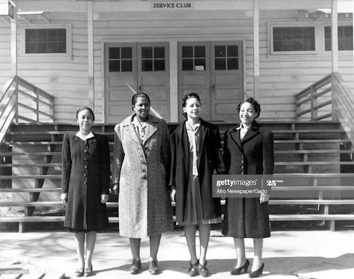 Välsydda kappor på fyra kvinnor i Louisiana, USA, 1942.