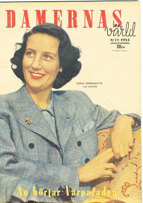 Sonja Bernadotte på omslaget på Damernas Värld 1944 i typiskt 40-talsmode .