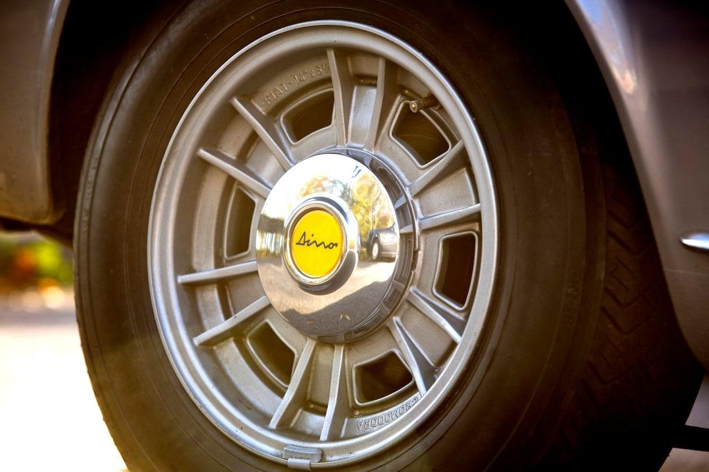 Fälgarna från italienska Cromodora i Brescia sägs vara världens första standardmonterade aluminiumfälgar på en serieproducerad bil.