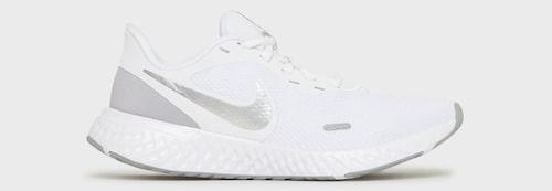 Vita träningsskor från Nike.