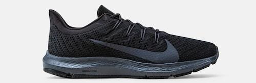 Svarta löparskor från Nike.