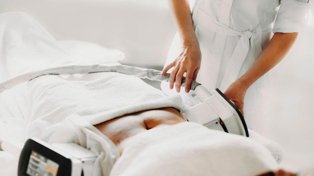 Magfett, dubbelhaka, ryggvalkar, så kallat gäddhäng och ridbyxlår kan behandlas med Cryo 21.