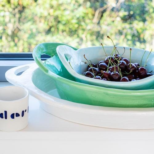 Keramik signerad Agneta Livijn. Espresso-muggen är framtagen för Eilieen Gray-museet Cap Moderne i Frankrike.