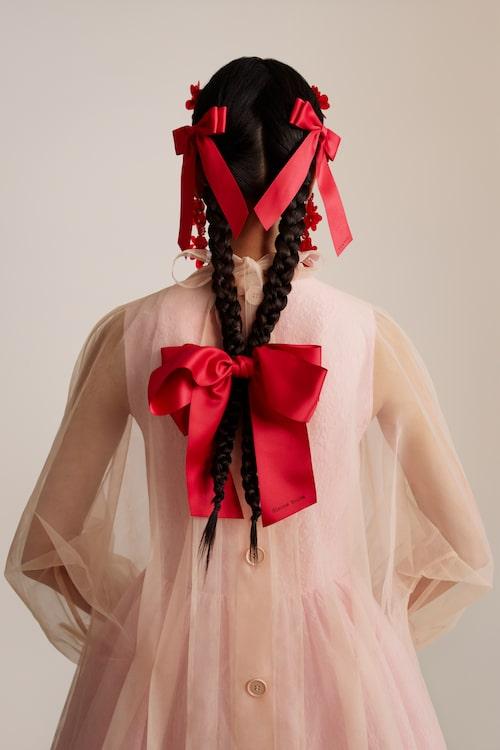 Bild från H&M:s samarbete med Simone Rocha.