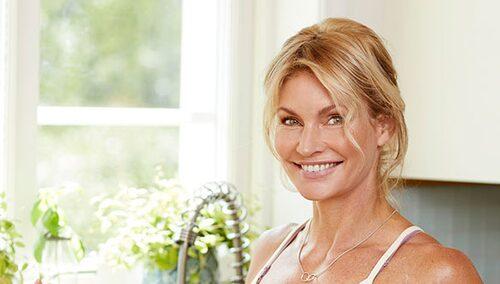 Frida Lindström är PT, kostrådgivare, yogalärare och livsstilscoach. Hon brinner för att inspirera till ett aktivt och hälsosamt liv.   Vill du ha hjälp med kost eller träning? Mejla till: fråga.ptn@amelia.se