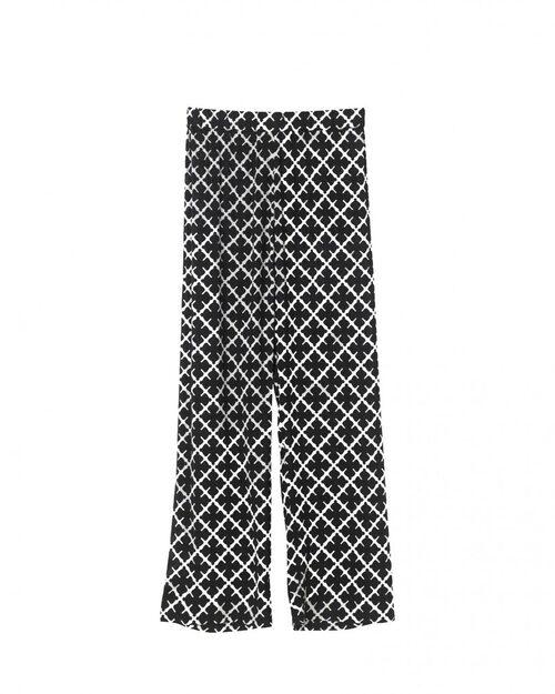Pyjamasbyxa från By Malene Birger. Klicka på bilden och kom direkt till byxorna.