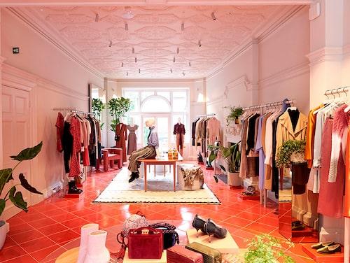 """Ett av Emilias shoppingtips till London är 5 Carlos Place: """"Vill man spana in en ny typ av retailkoncept tycker jag man ska kolla in 5 Carlos Place, som är modesajten Matchesfashions butik i Mayfair."""""""