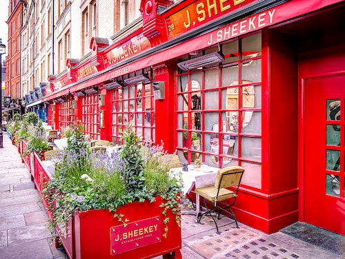 Var i London är bäst att fylla på med energi i shoppingrundan? Fannie tar gärna en liquid lunch på J Sheekey