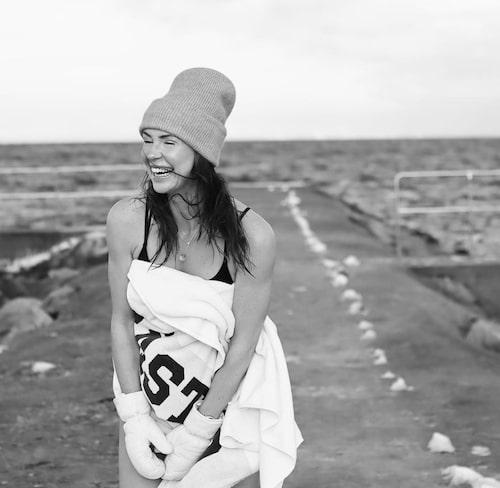 Snapshot från Idas instagram: Ida vinterbadar sedan flera år tillbaka, perfekt läge i hemstaden Båstad!