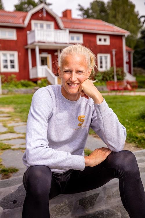 """""""Här i Järvsö är det ett enklare och mindre påpassat liv."""" säger Caroline Klüft."""