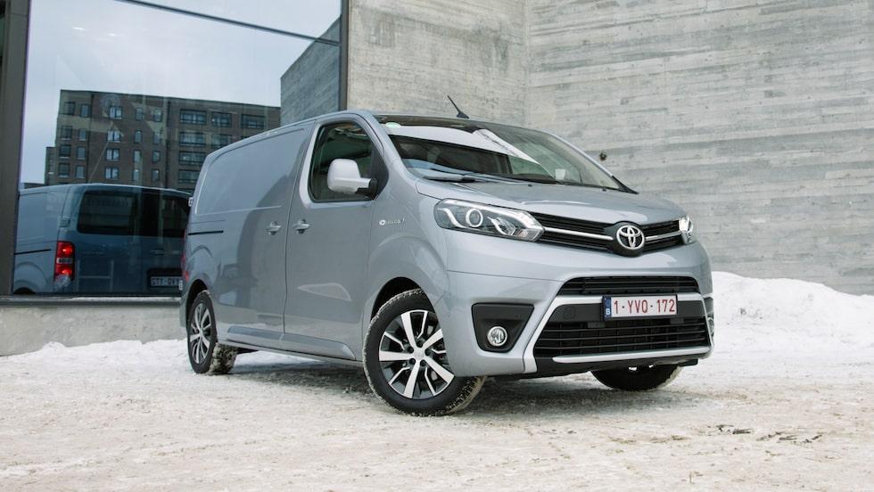 Toyota Proace är samma bil som skåpen från Opel, Peugeot och Citroën.
