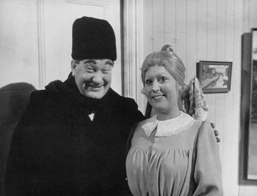 Carl-Gustaf Lindstedt i rollen som gubben och Birgitta Andersson som Teskedsgumman.