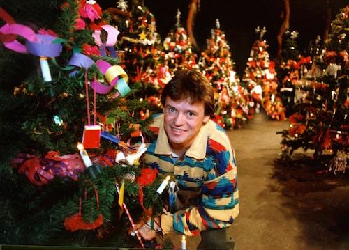 Klasse Möllbergs julkalender-look sammanfattar 90-talet rätt bra.