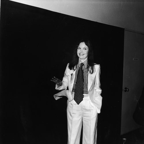 Diane Keaton bär ofta kostym på röda mattan, här på Oscarsgalan 1976.
