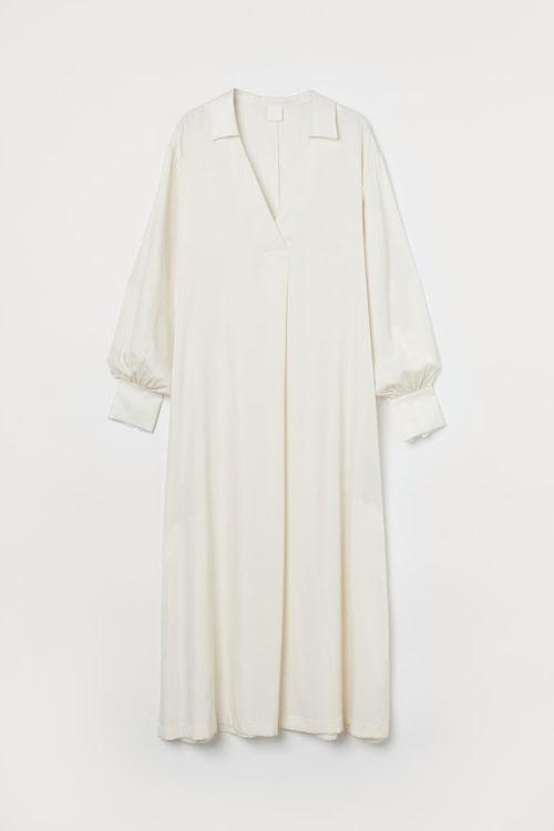 Vit vid klänning från H&M.