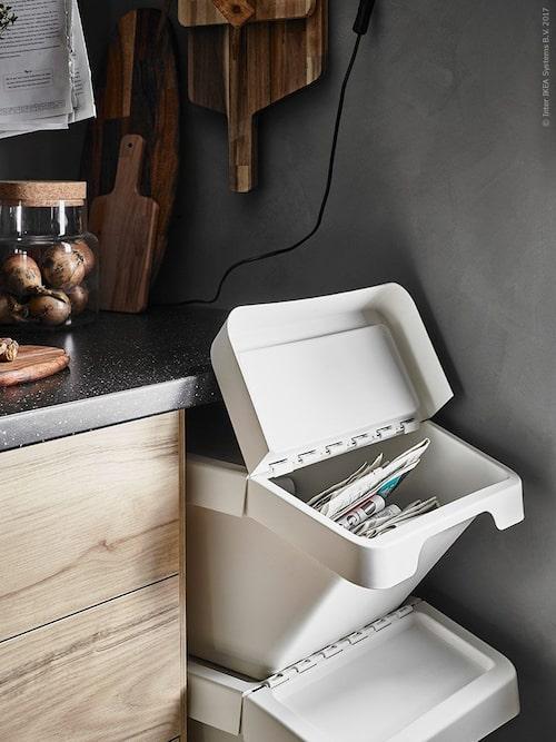 Placera din återvinning och sopor på annan plats än vid hemmets entré.