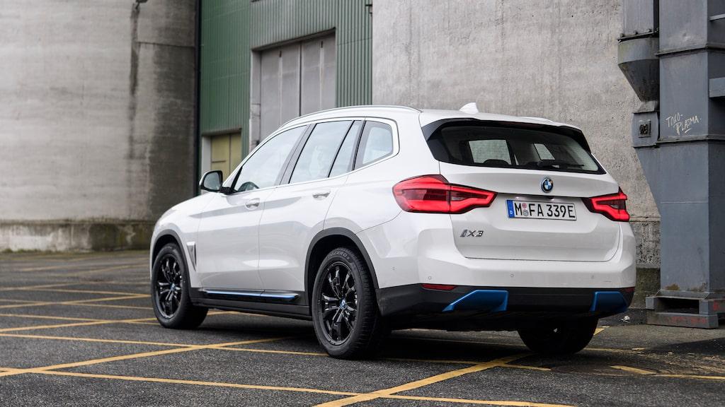 Anonym! Att denna BMW går på el tar du på de blå detaljerna och avsaknaden av avgasrör.