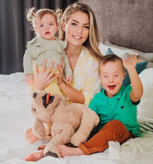"""""""Jag är livrädd"""", säger Julia Bergman om nya corona-viruset. Barnen Zelda och Milan befinner sig i riskgruppen för covid-19."""