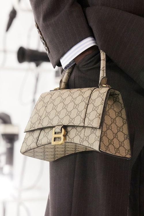 "Balenciagas ""Hourglass""-väska med Guccis logotyp."