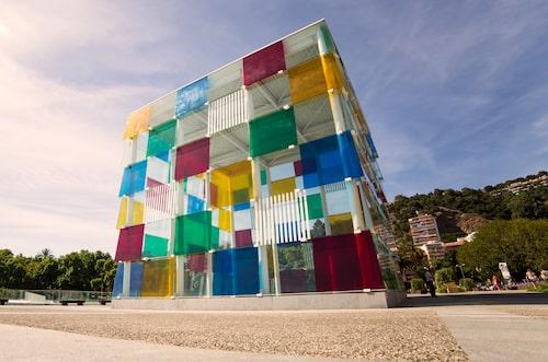 En del av den färgsprakande fasaden till Centre Pompidou i Malaga.