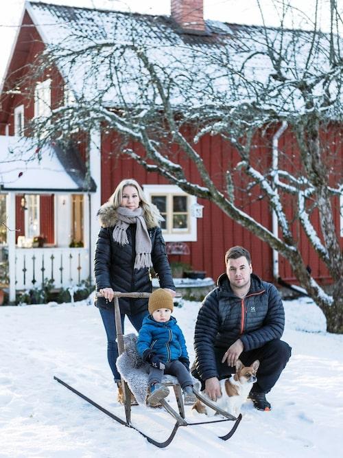 Det bästa med huset är att det är litet, mysigt och personligt, tycker Lisa, Vincent, sonen William och säkert också hunden Frankie.