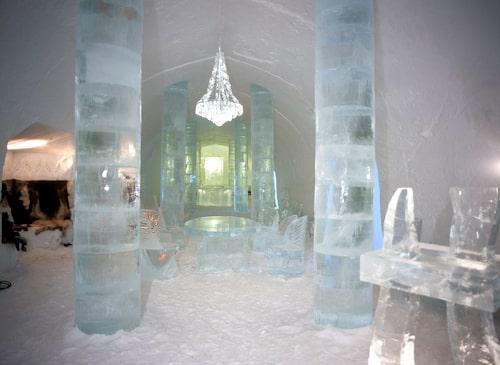 Ett besök på det populära  ishotellet i Jukkasjärvi är en   upplevelse att minnas.