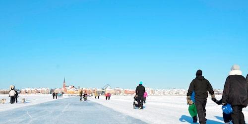 Den 13 kilometer långa isbanan mitt i Luleå är väldigt populär vintertid.