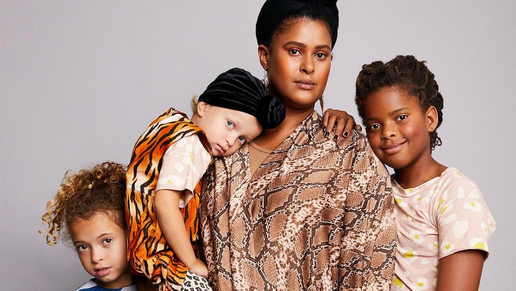 Joanna Lemnelius med döttrarna Rio, Neneh och Billie.